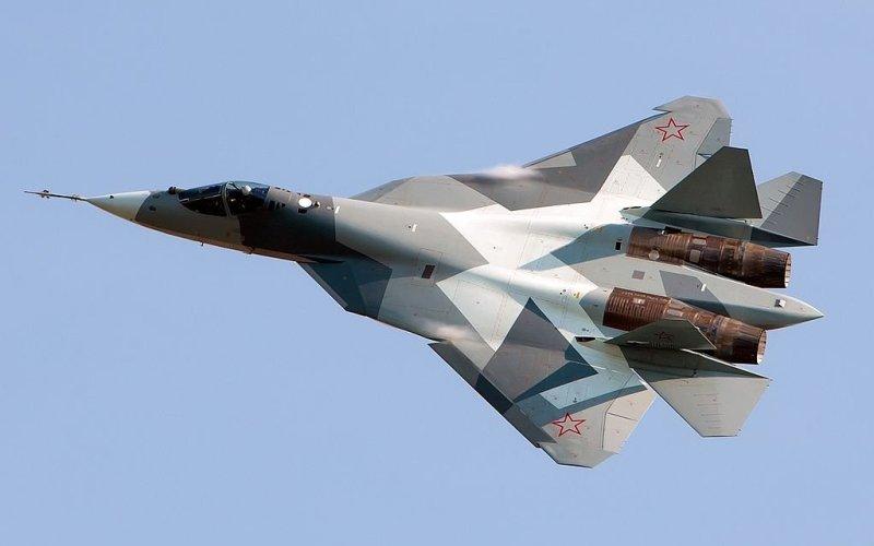 Т-50 Российский многоцелевой истребитель пятого поколения, который может дать достойный ответ американским F-22 и F-35.Первые укомплектованные им авиационные части появятся в России к 2020 году.