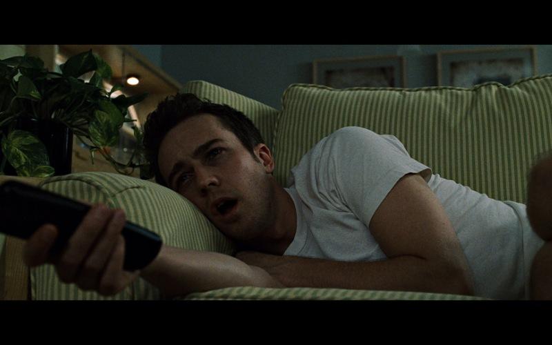 Сладких снов Наверное, все знают состояние постоянной невыспанности, которое следует за нами, словно тень отца Гамлета. Проблема сна – это просто пандемия современного мира. Решение: установите точное время, когда вы будете ложиться спать. Решительно пресекайте все мысли типа: «вот, посмотрю еще одну серию» или «еще 5 минут посижу в интернете, и все». Хорошо мотивирует опция будильника, с помощью которой можно посмотреть, сколько осталось времени до рокового утреннего звонка.