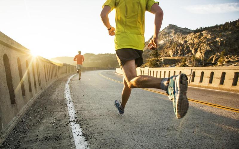 Диета и стресс Для спортсмена то, чем он питаетсяимеет большое значение, но пища не должна становиться поводом для стресса. Заботиться о том, что именно вы едите, конечно, важно, но если из-за неправильного питания возникает чувство вины, это может стать проблемой. Профессионалы составляют индивидуальную диету, но подстраивают ее под свой образ жизни.