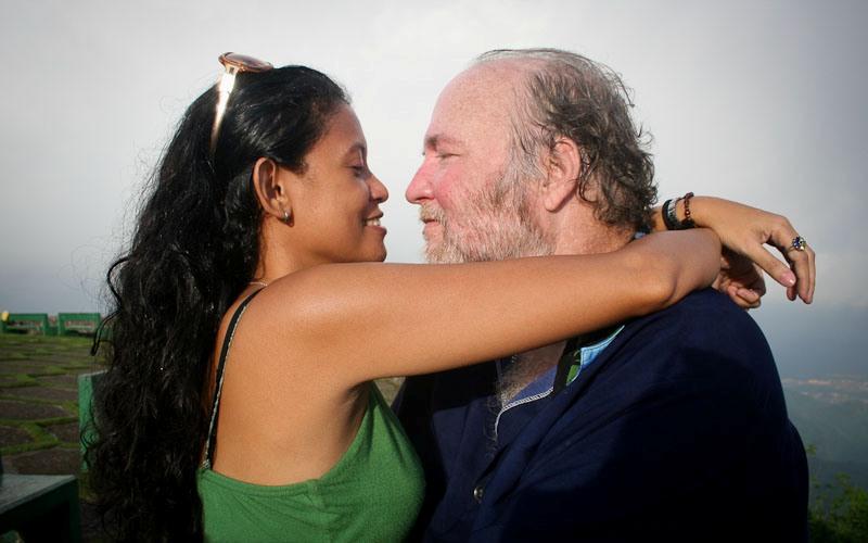 Любовь и интим Считается, что про интимную жизнь в пожилом возрасте пора бы уже и забыть. Но, собственно говоря, почему? Дети повзрослели и разъехались, карьера сделана, и на личную жизнь остается куда больше времени. Кроме того, половые контакты раз-два в неделю укрепляют иммунитет, способствуя выработке антител, защищающих организм от простудных заболеваний.