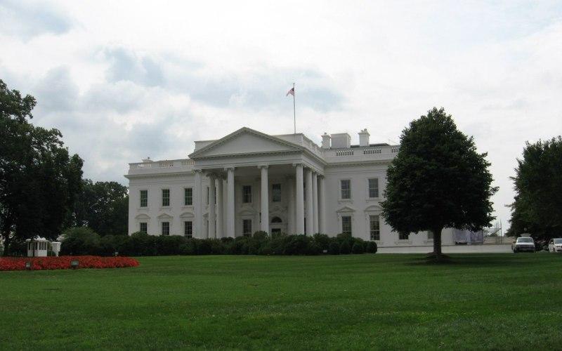 Белый дом, Вашингтон Стоит ли говорить, что это за место? Наверно нет, но пару интересных фактов можно упомянуть. До 1901 года Белый Дом назывался не иначе как «Дворец президента», но популярность нового названия заставила Рузвельта переименовать свою резиденцию. И еще: мрамор для постройки добывался на хорватском острове Брач.