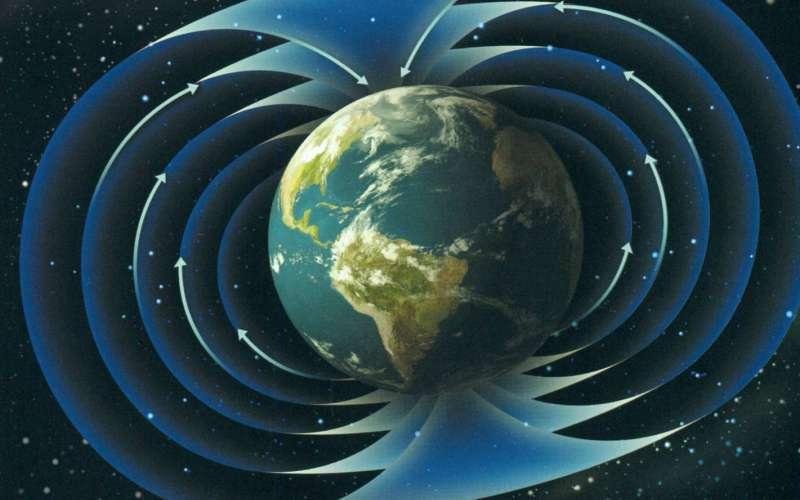 Инверсия магнитного поля Да, магнитные полюса могут поменяться местами, и подобное событие происходило уже не один раз. Последний – около 780 тысяч лет назад. И растущая Южно-Атлантическая аномалия и ослабленное магнитное поле могут быть предвестниками новой переполюсовки. Инверсия магнитного поля Земли опасна для нашей цивилизации тем, что во время данного процесса магнитное поле полностью исчезнет, а, значит, магнитные бури ионизируют атмосферу (прощай, мобильники) и сожгут космические спутники. Впрочем, исчезнув, магнитное поле постепенно восстановится, но когда именно произойдут эти события точно не может сказать никто.