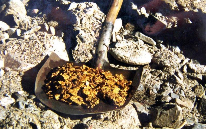 Река Талга Золотоносность бассейна реки Талга известна еще с 1893 года. Эксплуатация россыпей производилась старателями в основном ямным способом. И за полстолетия (с 1893 г. по 1949 г.) фактическая добыча составила не менее 2800 кг. На самородки размером с ладонь здесь можно наткнуться и по сей день.
