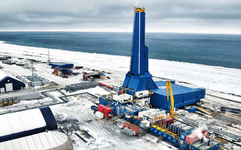 OP-11 (Россия, 12345 м) Январь 2011 года ознаменовался сообщением от компании Exxon Neftegas, что бурение самой длинной скважины с большим отходом от вертикали близко к завершению. ОР-11, расположенная на месторождении «Одопту», также поставила рекорд по протяженности горизонтального ствола – 11,475 метров. Проходчики смогли завершить работу всего за 60 дней.