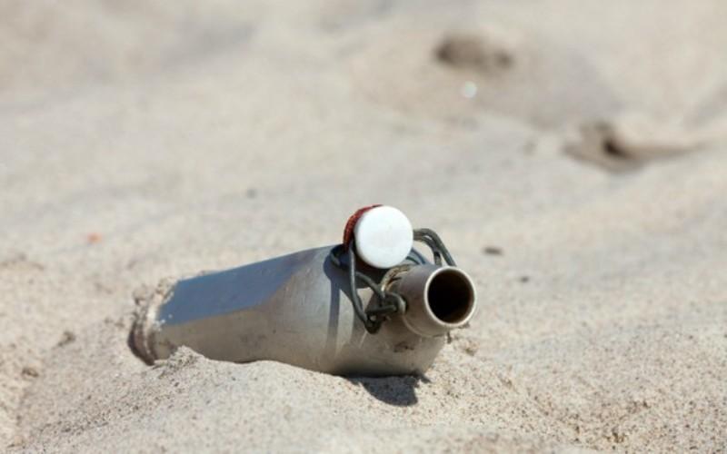 Можно в случае жажды пить свою мочу Нельзя ни в коем случае. При этом ваши почки будут сильно страдать от избытка токсинов. Также, никогда не пейте морскую воду по той же причине. Впрочем, сделать годную для питья воду из морской воды, и даже из мочи, можно при помощи дистилляторов.
