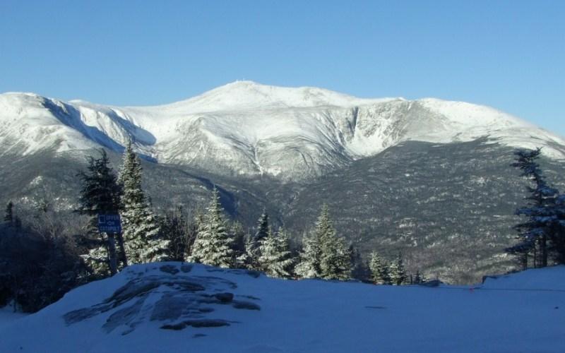 Гора Вашингтон, Нью-Гэмпшир Это третья по высоте точка восточного побережья США. Гора находится на территории национального леса «Белые горы». Примечательно, что при этом сама вершина горы считается парком штата.