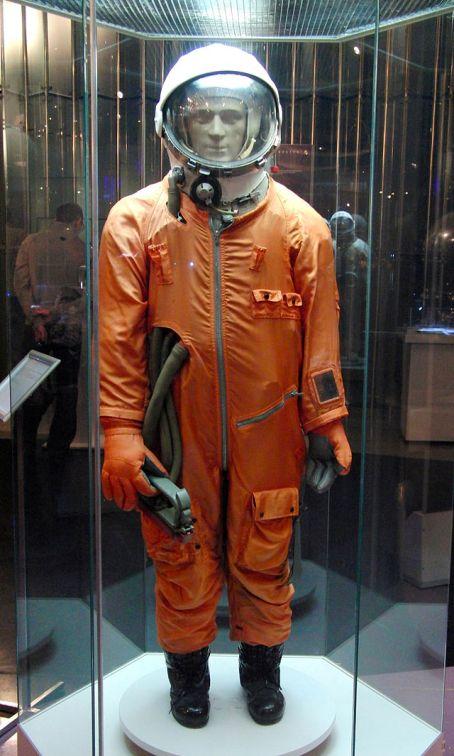 СК-1 Спасательный скафандр-1 был разработан в СССР в 1961 году для полетов на кораблях серии «Восток». Первые скафандры шились по размерам отобранных для полета космонавтов – Ю. Гагарина и его дублеров – Г. Титова и Г. Нелюбова.