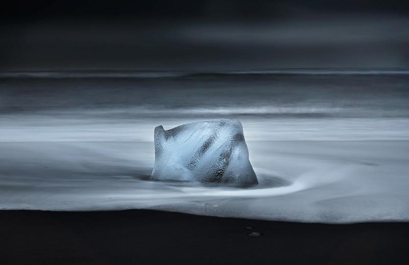 Самюэль Ферон. Вторая премия номинации «У самого края воды». Ледяная глыба на просторах Арктики.