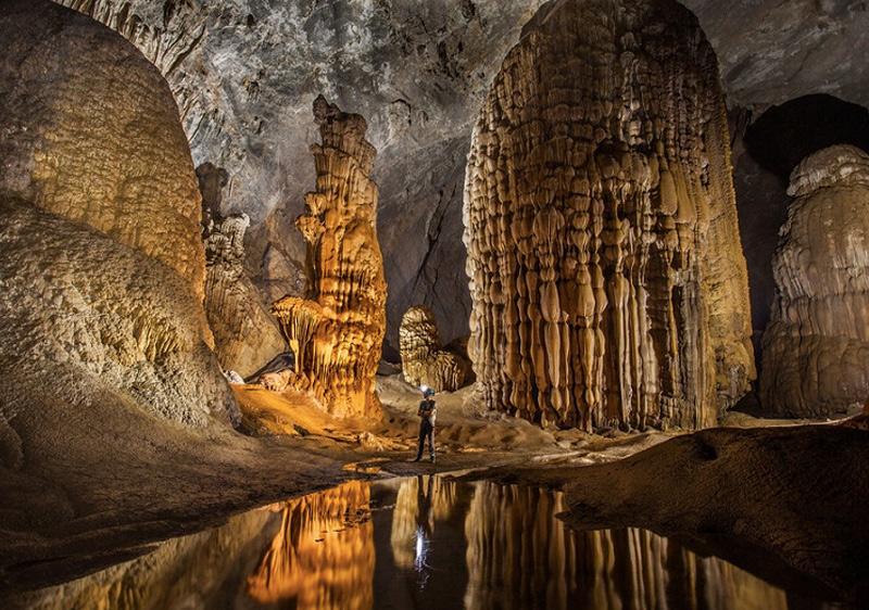 В недрах пещеры течет полноводная подземная река, которая в сезон дождей затопляет отдельные части пещеры.