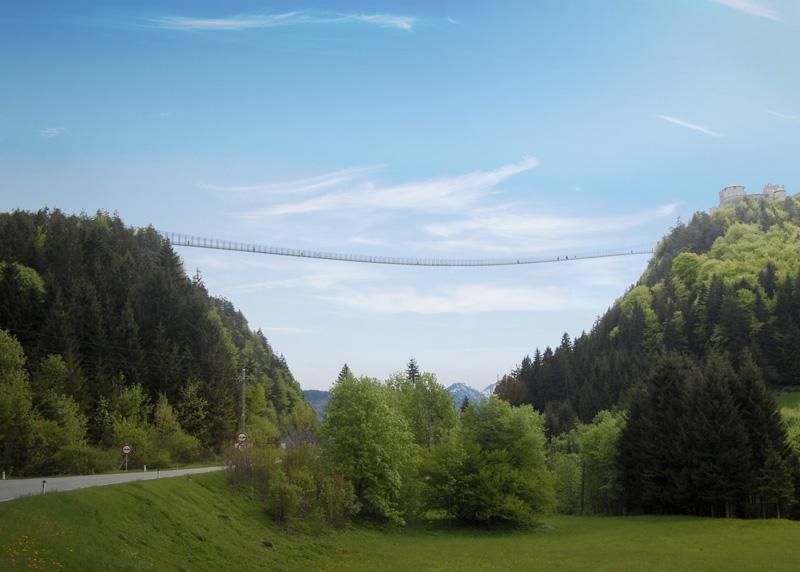 Хайлайн 179, Австрия Руины замка Эренберг и старинный форт Клаудиа в городе Ройтте соединяет 403-метровый мост Хайлайн 179. Ширина моста составляет 1,2 метра. Мост располагается на высоте 113 метров.