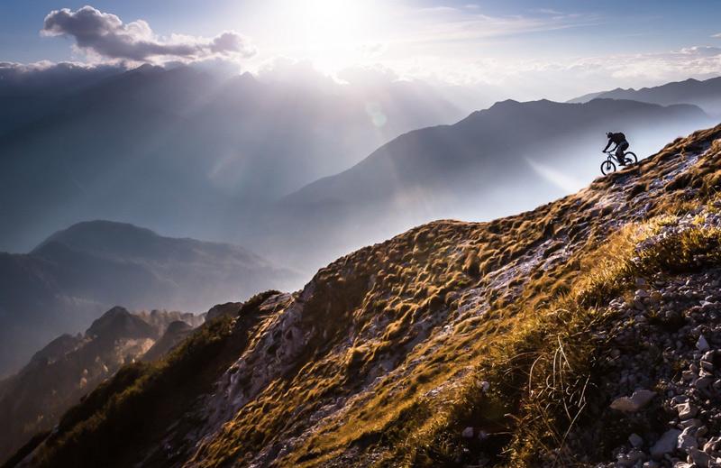 Сэнди Бертончелч.Вторая премия номинации «Жить приключением». Велопробег по горным хребтам.