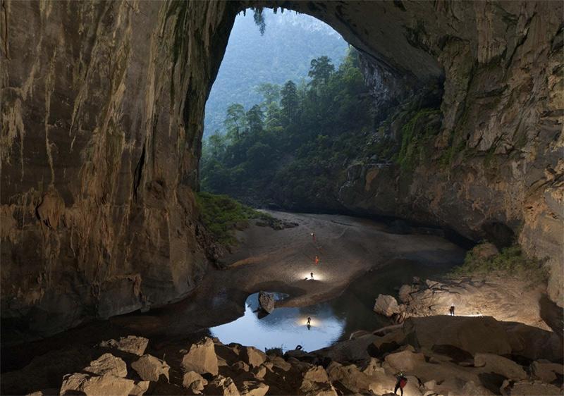 Пещера расположена в Центральном Вьетнаме, в провинции Куангбинь. Шондонг находится на территории национального парка Фонгня-Кебанг, в 500 километрах к югу от Ханоя.