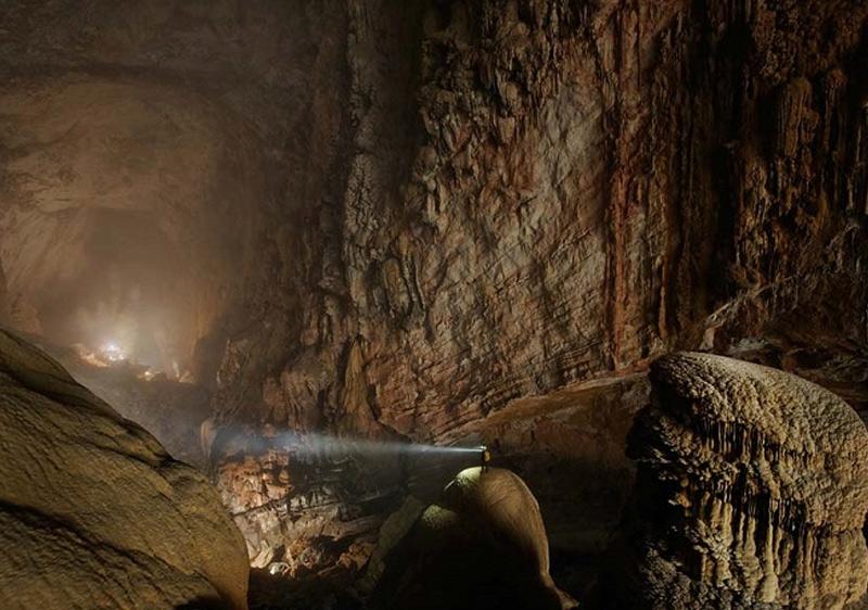 Всему миру о существовании пещеры поведали исследователи Британской спелеологической ассоциации, спустившиеся в пещеру в 2009 году.