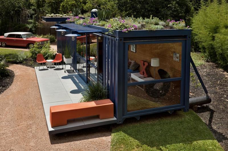 Контейнер Архитектурное бюро Poteet Architects преобразовало в дом обычный грузовой контейнер. Большой железный ящик, используемый для перевозки грузов, оборудовали системой кондиционирования воздуха, ванной комнатой, панорамными окнами и обставили мебелью. Владельцы используют пространство как гостевой дом, а также в качестве рабочего кабинета и места для отдыха.