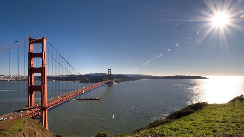 Золотые Ворота, Сан-Франциско Висячий мост через пролив Золотые Ворота — одна из визитных карточек Америки, о которой, наверняка, слышали все. Но немногие знают, что лучшей точкой для обзора чуда инженерной мысли является полуостров Марин Хедлендс и крепость Форт Пойнт.