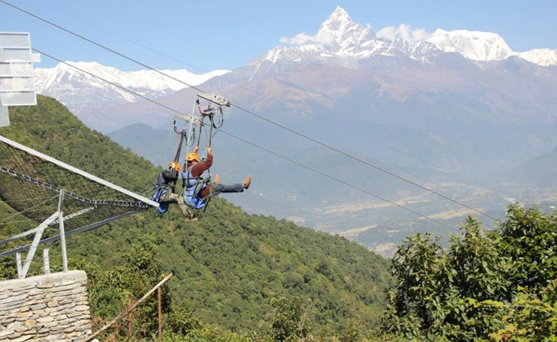 Сарангкот, Непал Те, кто успел опробовать ни один зиплайн, утверждают, что этот по праву можно назвать самым экстремальным в мире. Скорости здесь достигают 140 км/ч, а протяженность маршрута составляет 1,8 км.