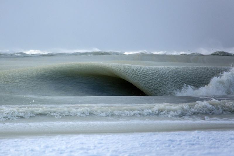 Посмотрев на снимки, Хелен Фрикер, гляциолог из Института океанографии Скриппса в Ла-Хойя, специализирующаяся на динамике ледяных потоков в Анактиде, сказала, что у нее пока нет научного объяснения этого феномена.