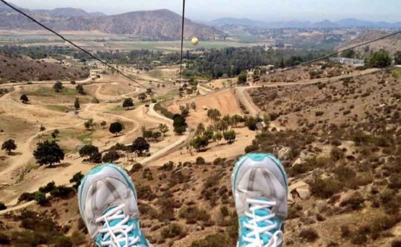 Сан-Диего, Калифорния Насладиться видами Сафари Парка в Сан-Диего можно и с воздуха. Вы будете парить над парком на высоте до 49 метров от земли. Длина кабеля составляет 143 метра.