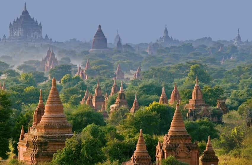 Паган, Бирма В столице царства Паган, которое находится на территории современной Мьянмы, в период его расцвета было возведено тысячи пагод, храмов, ступ и монастырей. Большая часть сооружений датируется XI-XIII веком. На площади в 42 кв. км. сохранилось около 5 тыс. различных священных построек. Самое известное сооружение — пагода Швезигон. В ней хранится кость и зуб Будды.