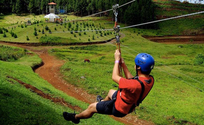 Букиднон, Филиппины Точка старта располагается на высоте 1432 метра над уровнем моря. Лететь вниз предстоит со скоростью до 90 км/час. Общая длина трассы составляет 840 метров.