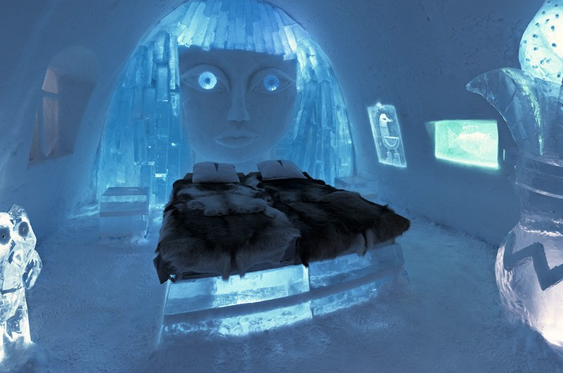 Провести ночь в ледяном отеле в Лапландии.