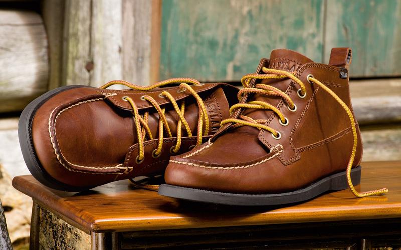 Неприятный запах в обуви Будь-то кроссовки или туфли, рецепт для возврата им свежести один: оставляйте пакетик соды внутри вашей обуви, пока она стоит в прихожей.