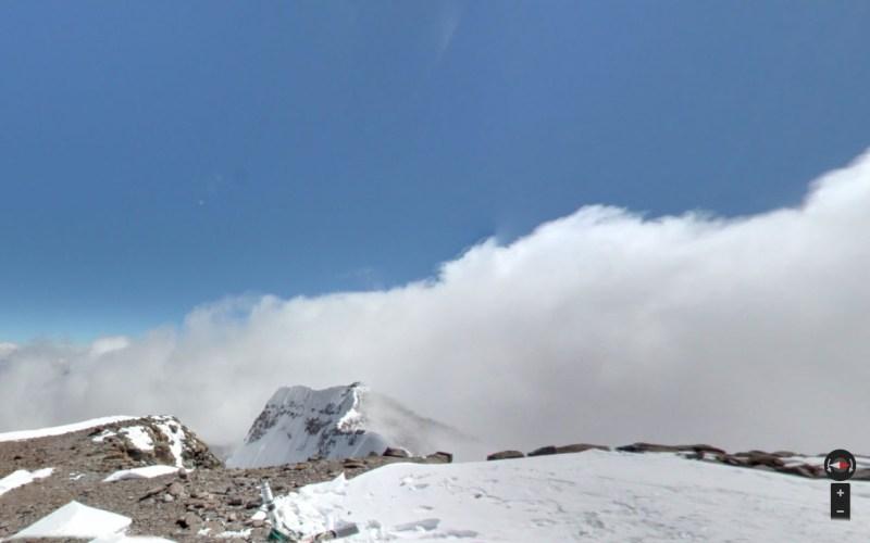 Аконкагуа, Аргентина Наверно, это единственный способ для большинства из нас увидеть вершину самой высокой горы за пределами Азии. А для тех, кто все-таки хочет лично подняться на вершину почти 7-километровой горы, команда Street View специально старалась заснять как можно большее число кемпингов на их пути. Просмотрев снимки их 17-дневного похода, правильно спланировать восхождение станет гораздо легче.