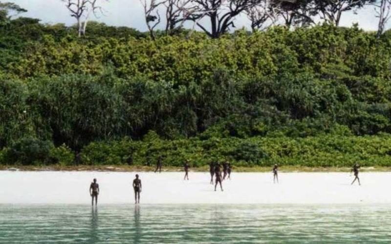 Неразгаданный секрет Если пропавший самолет находится на острове, могут пройти тысячи лет, прежде чем его обнаружат. Этот секрет, как многие другие, которые может хранить этот остров, будет яростно защищать племя, называющее Северный Сентинел своим домом.