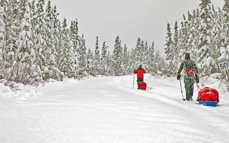 Yukon Arctic Ultra Протяженность: около 700 км (430 миль) Место проведения: Юкон, Канада  Эта трасса заставит содрогнуться всех тех, кому забеги по пустыням и джунглям кажутся недостаточно экстремальными. Постоянная минусовая температура (до -25 ˚С) и необычайной силы северные ветры – большинство участников не добегает до финиша, становясь жертвой обморожения. Плюс ко всему, бегуны вынуждены тащить за собой сани с провизией и снаряжением, а контрольные пункты, на которых участники могут отдохнуть и получить медпомощь, находятся друг от друга на расстоянии классического марафона.