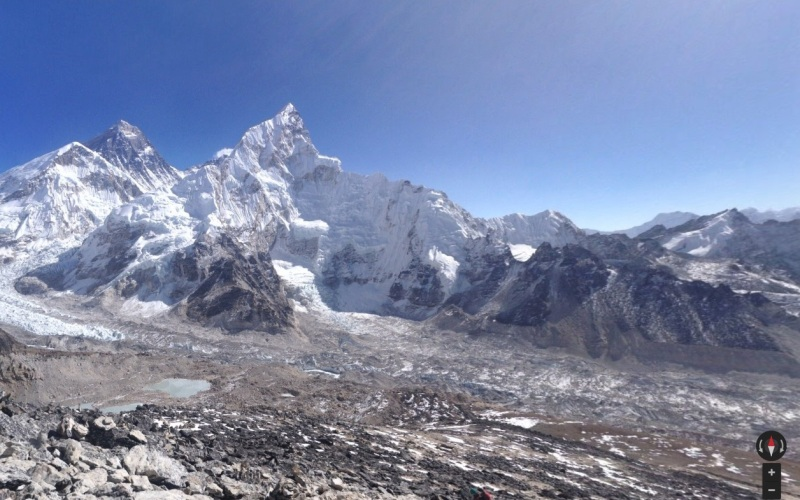 Базовый лагерь, Эверест Собирая Street View снимки самых высоких вершин континентов, Google, конечно, не обделил своим вниманием Эверест. Команда, вместе с их проводником Аппой Шерпа, не только побывала в базовом лагере, находящимся на высоте свыше 5 км, но и посетила местную деревушку и тибетский храм у подножия Джомолунгма.
