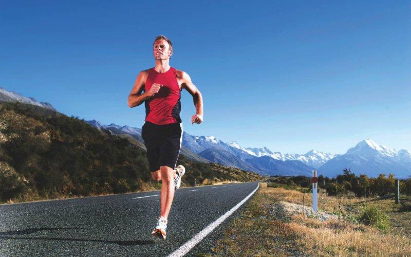 Стометровый бег Сразу же после последнего упражнения, пробегите стометровку так быстро, как только можете. Если у вас недостаточно места для такого забега, выполняйте бег на месте в течение 15 секунд. На этом ваша 20-минутная тренировка будет завершена.