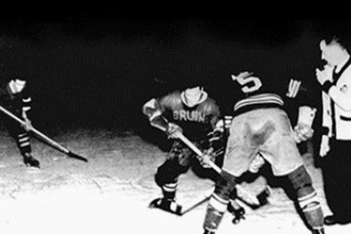 Генри Франклин Хоккей Сейчас в хоккей играют двухметровые парни весом под 100 кг., но в 19 веке пробиться в команду могли также спортсмены с более скромными параметрами тела. Чтобы попасть в хоккейную команду, канадцу Генри Франклину хватило 106,68 см. У него всегда было несколько трюков в рукаве, а какое-то время он даже был капитаном своей команды.