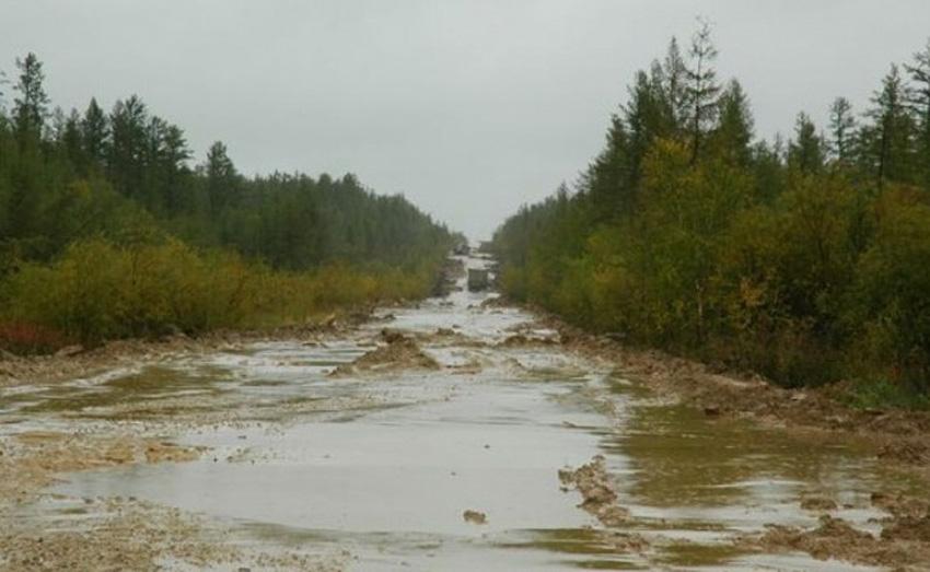 Транссибирская магистраль, Россия Трасса, протяженностью 11 000 км, изменяется от автострады на западе до грунтовой дороги на востоке страны.Во время проливных дождей и зимних снегопадов по пути на восток некоторые участки дороги становятся практически непроходимыми.