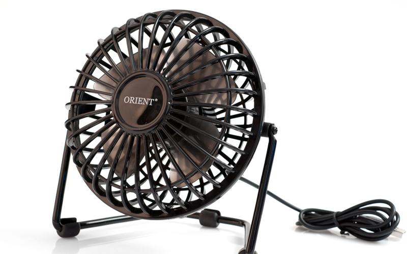 Вентилятор Даже обычный вентилятор вполне способен помочь пострадавшему от воды телефону. Не нужно включать его на максимальную скорость: просто положите девайс перед ним и оставьте на какое-то время.
