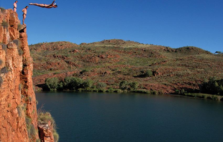 Кимберли, Австралия Ущелья, водопады, реки и, конечно же, скалы делают это место идеальным для совершения прыжков. Здесь много глубоких водоемов со спокойным течением и высоких скал, поэтому легко можно найти «вышки» разного уровня сложности.