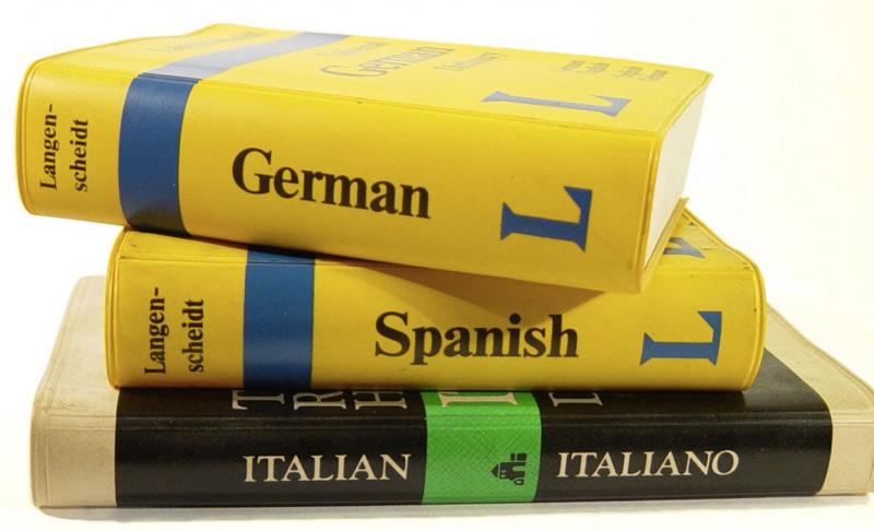 — 3 — Другая страна, это еще и другая культура, традиции и язык. Путешествуя в одиночку, все свои вопросы вам придется решать самому, а значит — без знания языка не обойтись. Никто не требует от вас того, чтобы вы свободно могли общаться на иностранном языке на отвлеченные темы. Для поездки вполне достаточно общения на бытовом уровне. Получить навыки общения на иностранном языке в короткие сроки можно, к примеру, посмотрев уроки Дмитрия Петрова. Минимальный словарный запас позволит вам заказать себе еду в ресторане, купить билеты и спросить дорогу.