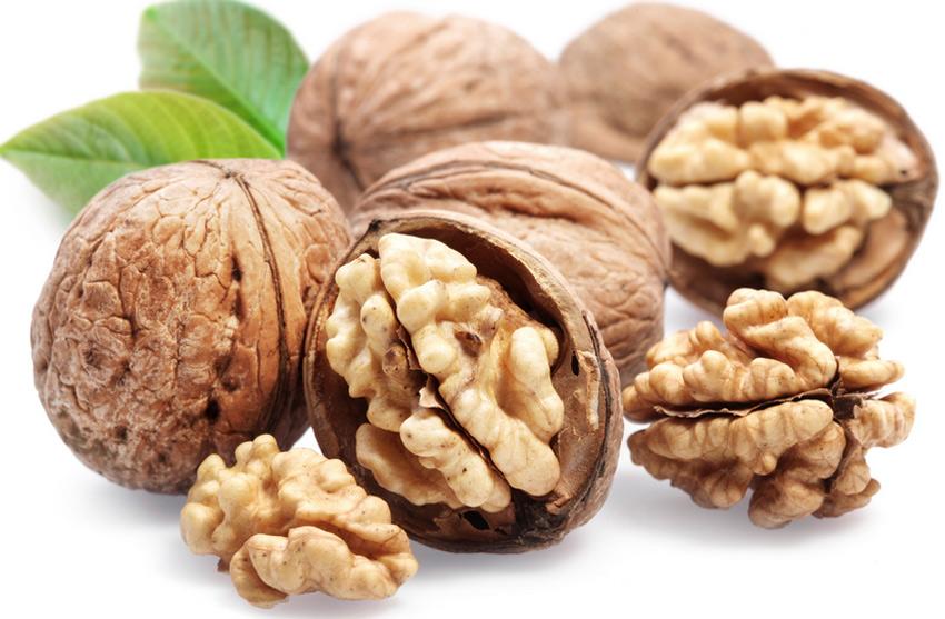 Грецкий орех&lt;br /&gt;&lt;br /&gt;<br /> Этот орех богат витаминами B2, B12, A, D C, E, K и множеством других веществ. Особенно много в грецких орехах содержится альфа-линолевой кислоты. Благодаря ее высокому содержанию этот вид орехов можно использовать для нормализации сердечного ритма. Чтобы достичь определенных результатов, специалисты рекомендуют употреблять 8 орехов в день.