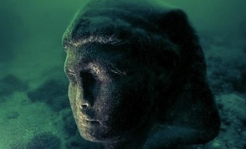 Александрия, Египет Из-за землетрясений в 335 году н.э. большая часть древней Александрии была затоплена. В числе затонувших строений оказался и легендарный дворец Клеопатры. В 1998 году археологам удалось разыскать руины города, включая затерянный дворец. В нем было найдено более 140 артефактов. Раскопки продолжаются и по сей день. Исследователи не исключают возможности создания подводного музея.