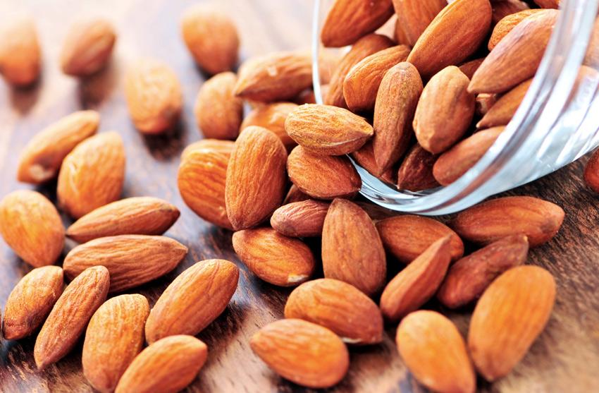Миндаль&lt;br /&gt;&lt;br /&gt;<br /> В миндале содержится намного больше кальция, чем в любом другом орехе. Помимо этого он богат клетчаткой и витамином Е, позволяющим эффективно бороться с воспалениями в организме. Кроме того, миндаль помогает улучшить зрение, нормализовать работу кишечника, справиться со стрессами и улучшить сон.