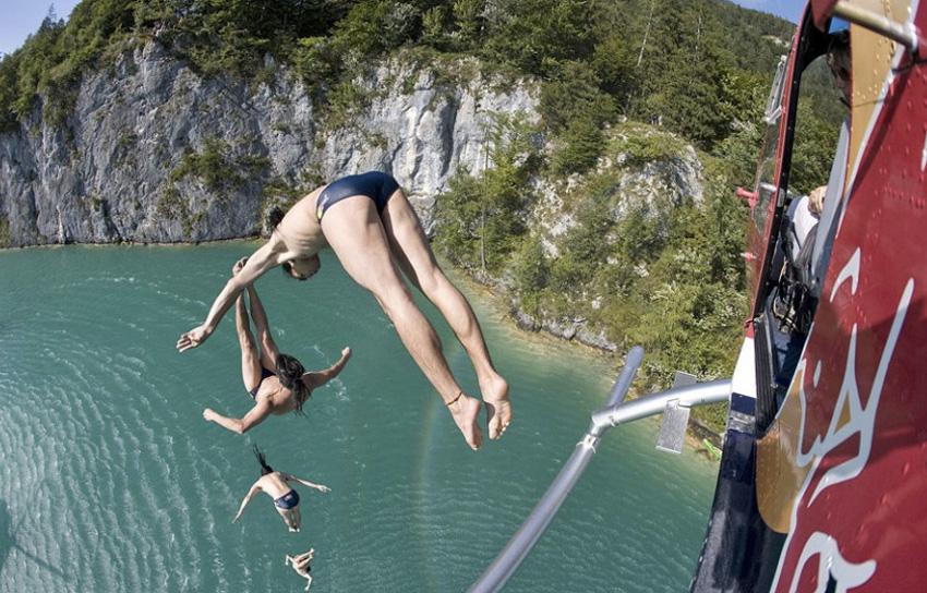 Вольфгангзее, Австрия Живописное австрийское озеро окружено множеством скал высотой от 3-х до 27 метров. Многие из них подходят для совершения прыжков. Среди спортсменов особой популярностью пользуется утес Фалькенштайн.