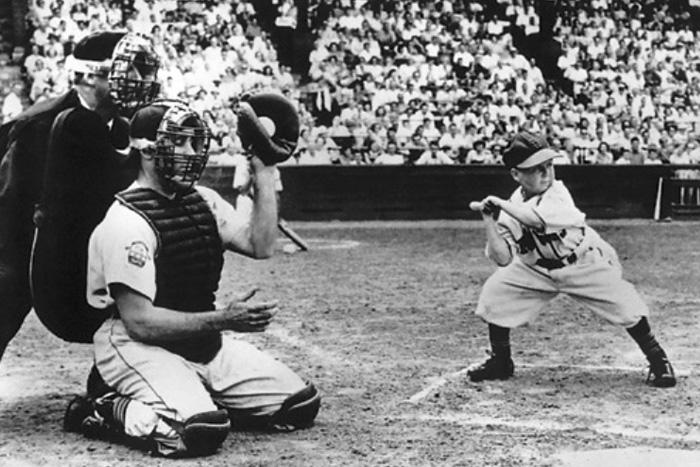 Эдди Гадель Бейсбол Средний рост игроков высших бейсбольных лиг составляет 178 см, но Эдди Гаделю удалось пройти в одну из команд Главной бейсбольной лиги с ростом 110 см. Говорят, он был лучшим игроком лиги маленького роста.