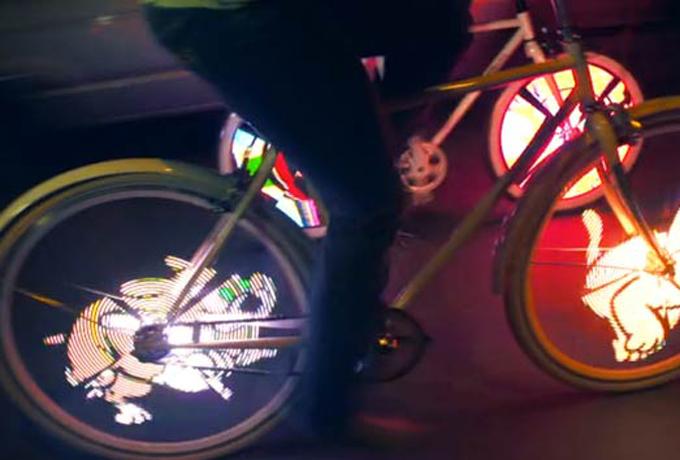Светодиодные колеса Производители светодиодных колес настаивают — их продукт лишний раз выделяет велосипедиста на улице, что очень важно в условиях стандартного траффика обычного мегаполиса. На деле же, такие штуки серьезно отвлекают водителей от дороги, а это чревато аварией. Кроме того, выглядит со стороны этот девайс совершенно дико.