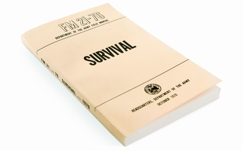 Пособие по выживанию в диких условиях Надеемся, что подобного рода литература вам никогда в жизни не пригодится, но в жизни, как известно, случается всякое. Никто не застрахован от несчастных случаев, и риск оказаться в экстремальной ситуации тем больше, чем дальше вы отдаляетесь от цивилизации. На крайний случай это чтиво поможет вам скоротать время, проведенное в пробках.