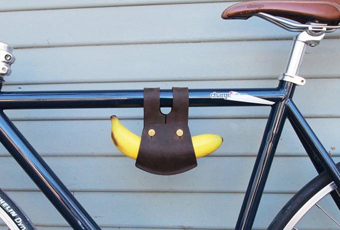 Держатель банана Самая нужная вещь для велосипеда, точно. Можно обойтись без колеса и тормозов, но держатель банана у вас быть обязан. Ну, а что? Вдруг вы внезапно захотите банан!
