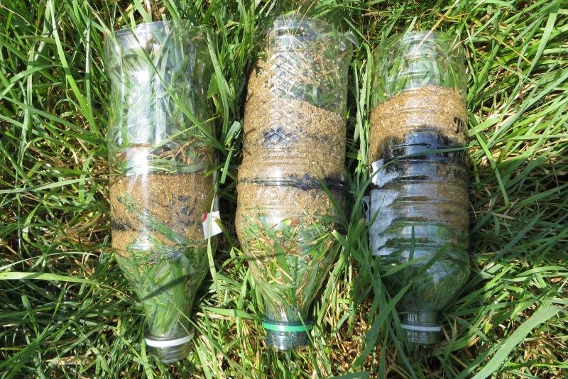 Завершающий слой Последним слоем в наш самодельный фильтр нужно будет уложить кусок чистой материи или пучок травы без семян.