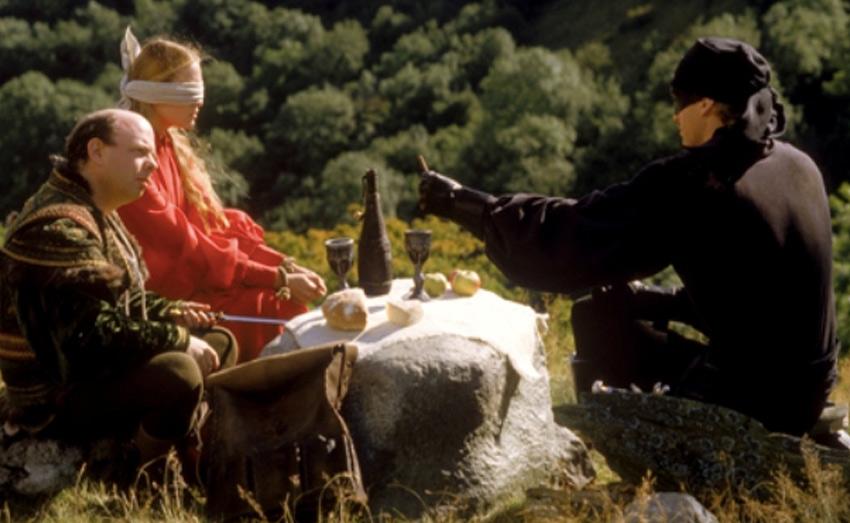 Иммунитет к яду В фильме «Принцесса-невеста» главный герой Уэстли устраивает со злодеем Виззини интеллектуальную дуэль: ему нужно угадать, в какой из двух кубков подсыпан яд. В финале поединка выясняется, что отравлены были оба бокала, а Уэстли удалось выжить лишь потому, что за многие годы он выработал к яду иммунитет. В реальности же регулярное употребление небольшого количества яда не даст никакого эффекта, кроме смертельного: токсин будет постепенно разрушать организм или накапливаться в нем, что в конечном итоге может привести к летальному исходу.