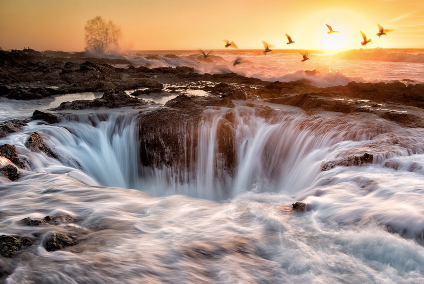 Мыс Перпетуа, США Через мыс проходит более 40 километров пеших маршрутов, изобилующих самыми разными природными достопримечательностями. Самая впечатляющая из них — Колодец Тора, из которого во время приливов периодически извергается фонтан.