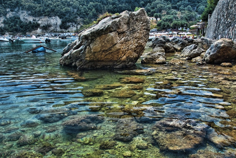 Корфу, Греция Корфу неспроста называют одним из самых красивых островов Греции — бесконечные песчаные пляжи омываются лазурными водами Ионического моря. В хорошую погоду видимость под водой составляет 10-30 метров.