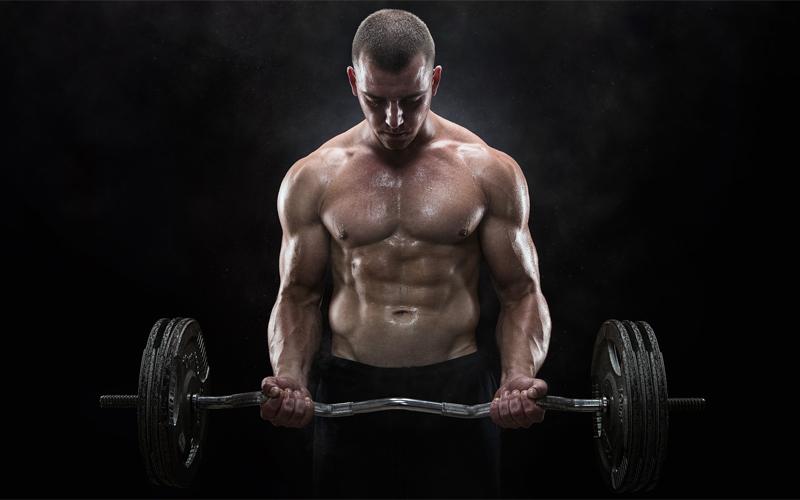 Плоский живот Основная цель похода в зал среднего человека — сделать свое тело подтянутым и мускулистым, а значит, снизить процент содержания жира. Недавние исследования показали, что поднятие тяжестей справляется с этой задачей даже лучше, чем кардиоупражнения. Кроме того, проведенные в тренажерном зале Гарварда опыты обнаружили и еще один любопытный факт: даже через 48 часов по прошествии тренировки с весами, организм все еще продолжает сжигать калории.