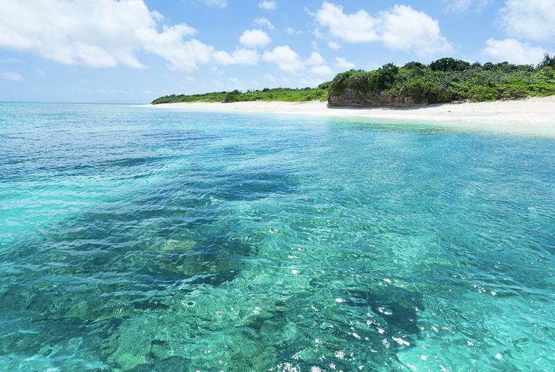 Остров Панари, Япония Это наиболее удаленная территория Японии, расположенная всего в нескольких сотнях километров к востоку от Тайваня. Вокруг —лишь пышная растительность и кристально чистая вода.